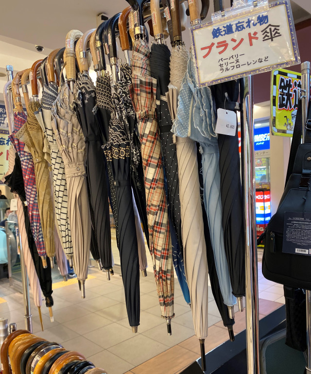 japanese-trains-lost-and-found-station-master-secondhand-market-shopping-bargains-unique-finds-how-to-21.jpg