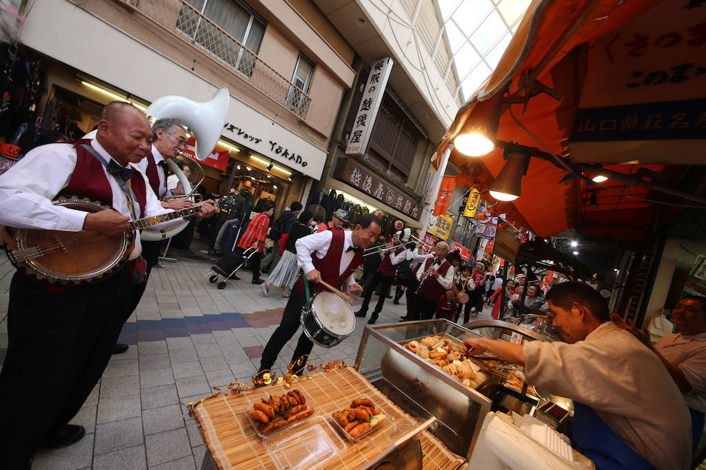 Jazz band and food at Asagaya Jazz Streets.jpg