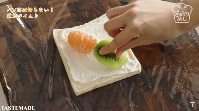 japanese-recipe-fruit-sandwiches-simple-easy-japan-food-hack-amazing-cooking-stay-home-dessert-sweet-4.png
