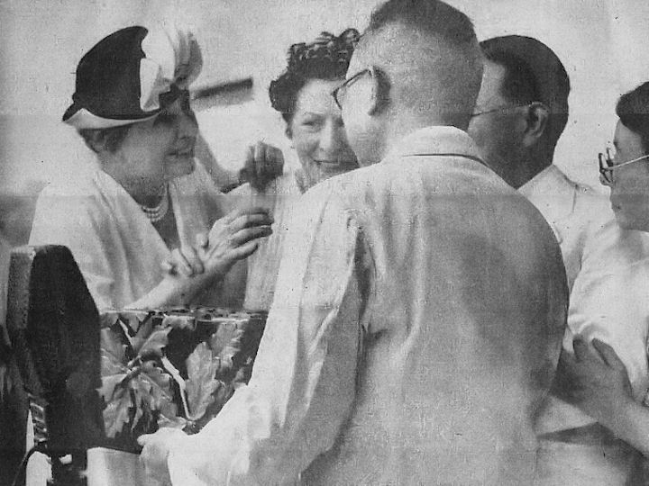 Helen_Keller_visit_to_Japan_in_1948_01.jpg