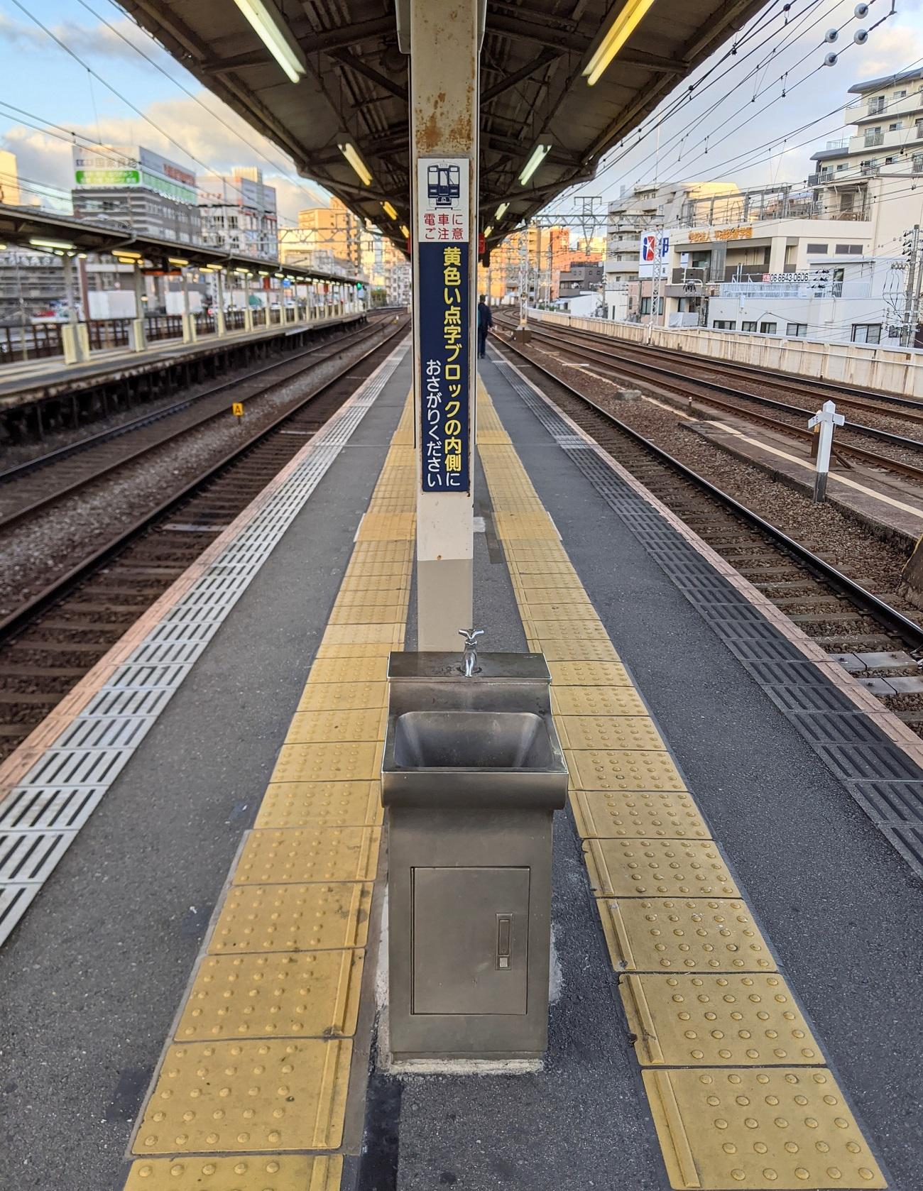 Japanese-train-station-Osaka-Hankyu-Nakatsu-Japan-trains-travel-photos-4.jpg