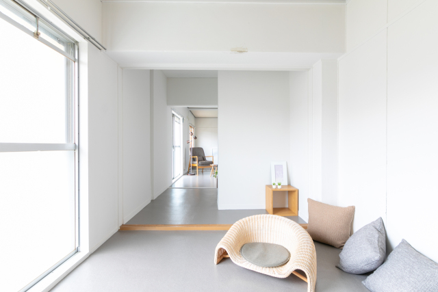 renting-in-japan-nikoichi-nicoichi-home-renovation-rent-japanese-architects-architecture-company-reform-living-homes-houses-cool-design-best-top-apartments-osaka-depopulation-5.jpg