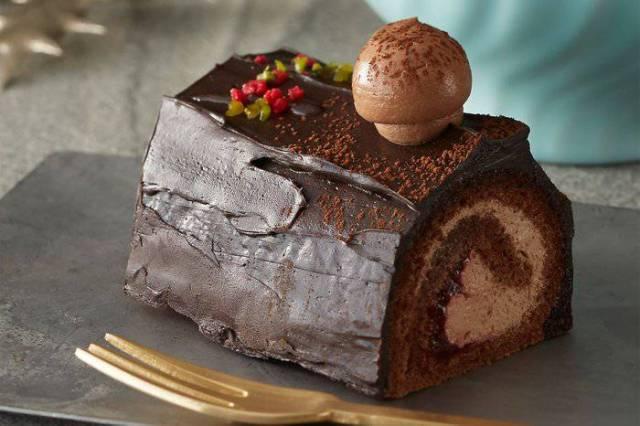 starbucks-christmas-cake.jpg