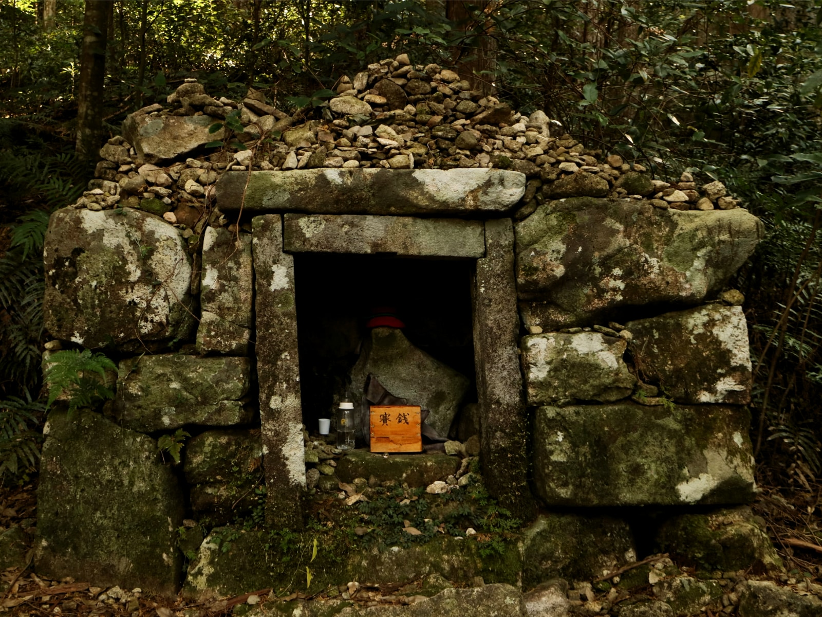Jizo along the Magse-Toge Pass.jpg