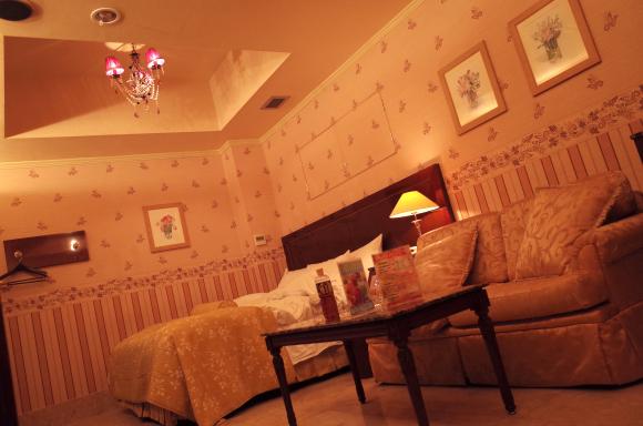 love-hotel-6.jpg