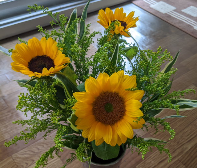 Uniqlo-flowers-Japan-Tokyo-Harajuku-floral-arrangements-fashion-shopping-online-news-1.jpg