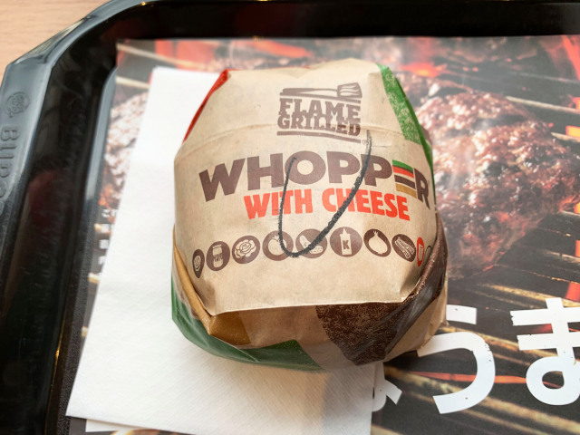 Burger-King-Japan-Ugly-cheese-beef-fast-food-Japanese-taste-test-review-photos-3.jpg