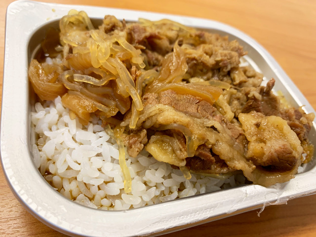 Gyudon-beef-bowl-Japan-instant-emergency-food-news-review-12.jpg