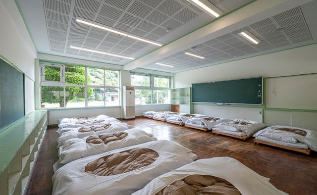 hostel_room.jpg
