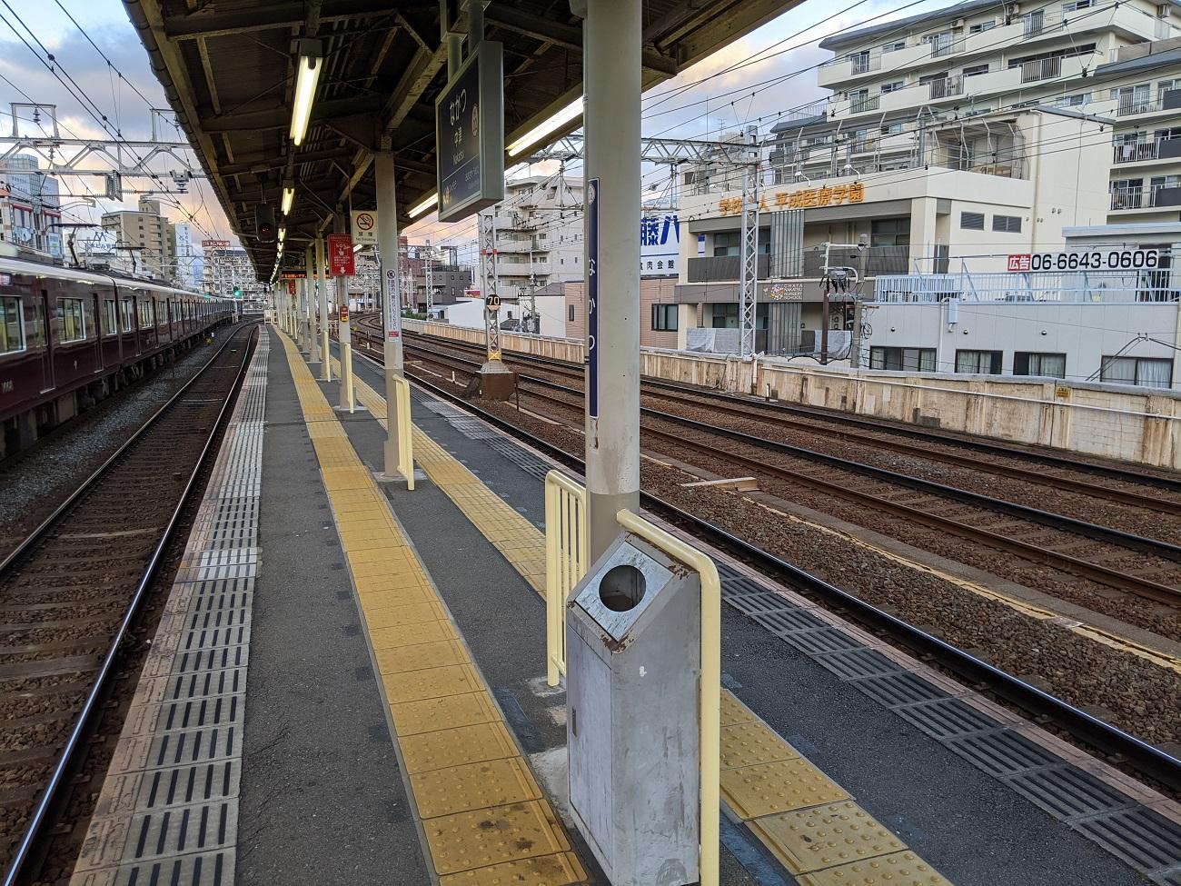 Japanese-train-station-Osaka-Hankyu-Nakatsu-Japan-trains-travel-photos-5.jpg