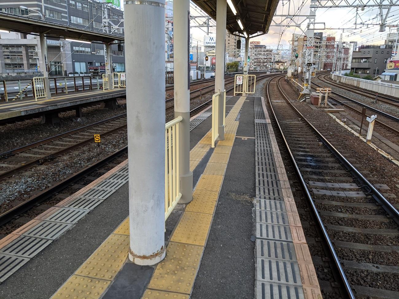 Japanese-train-station-Osaka-Hankyu-Nakatsu-Japan-trains-travel-photos-7.jpg