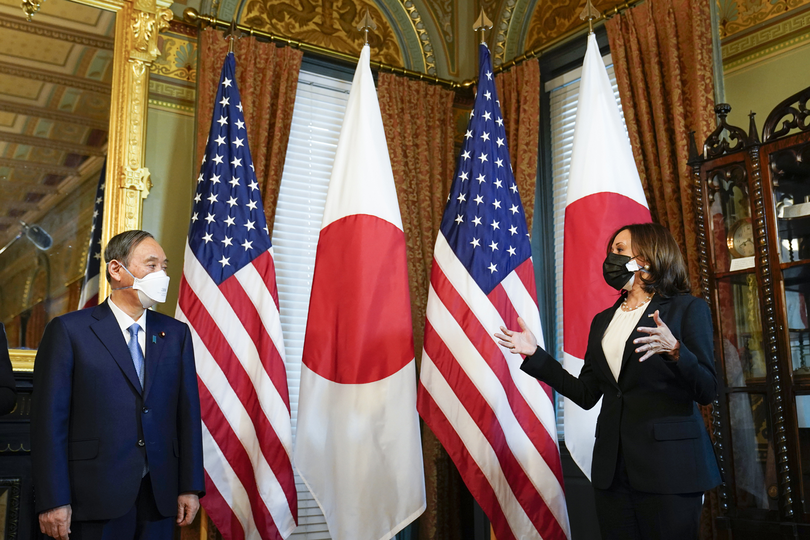 Biden Meets Japan's Leader to Boost China-facing Alliances