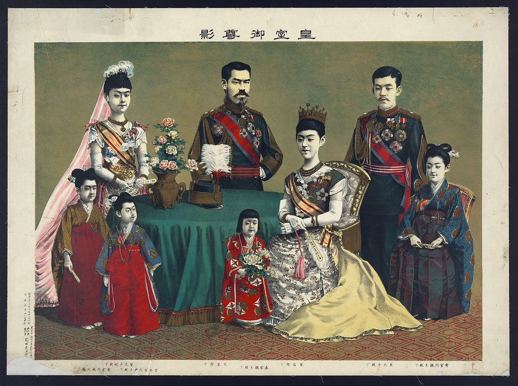 Emperor_Meiji_and_his_family.jpg