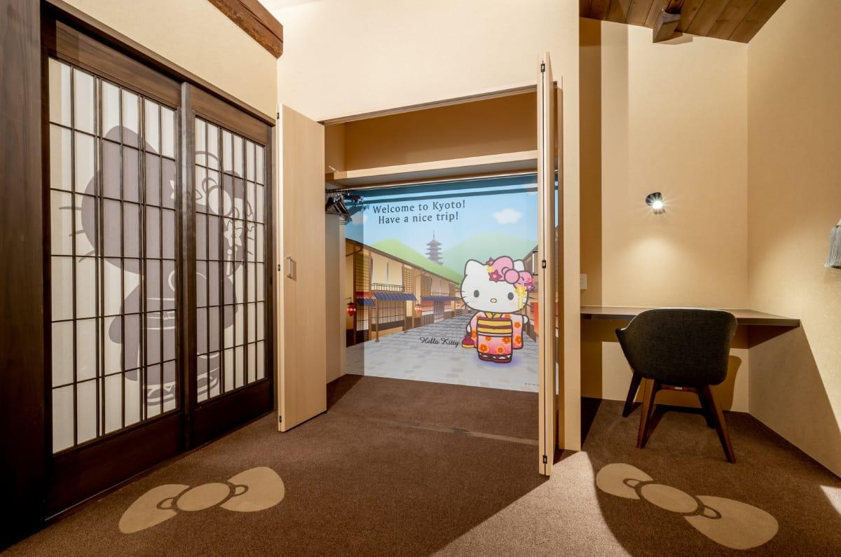 hotel-closet.jpg