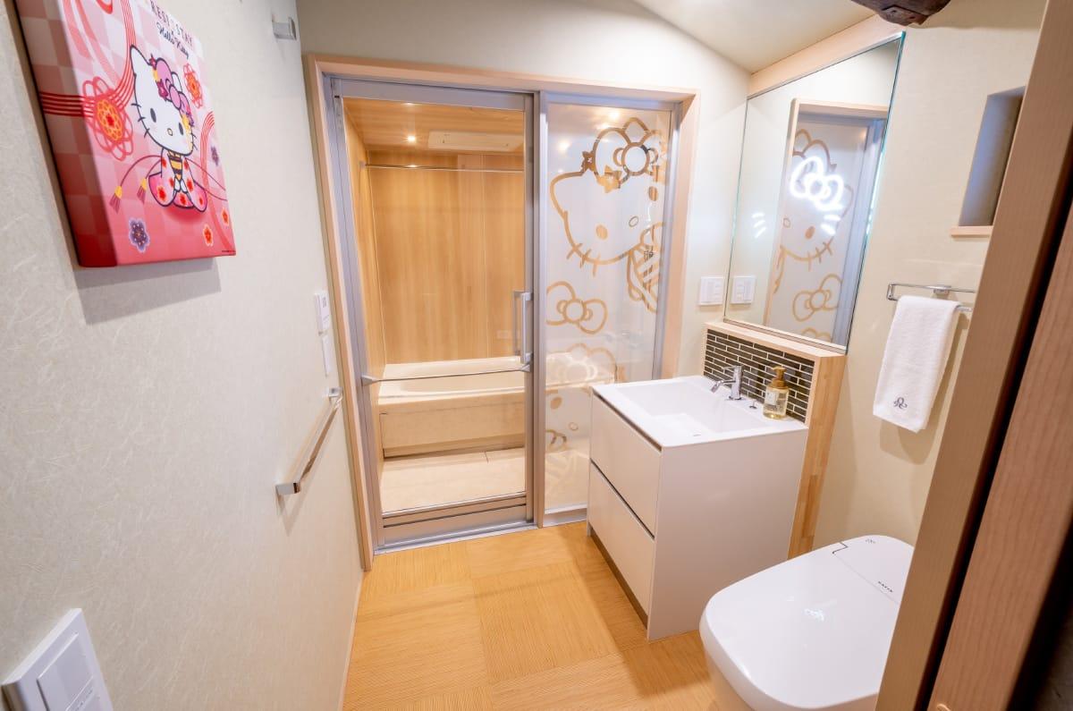 hotel-toilet.jpg
